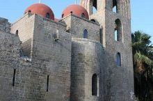 很独特的一个修道院,巨大的建筑结构,红色的穹顶也很不错的。