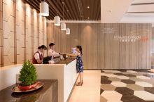 值得一去的酒店——钦州长融豪宜酒店  房间装修温馨,宽敞,性价比不错,景观房是转角两面的落地窗,视野