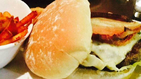5 Napkin Burger- Boston