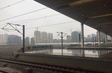 南京南站 南京南站拍的几张照片,一座很大的车站,动车组很多,人流密集。