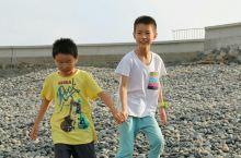 浙江 朱家尖 乌石塘 它的海滩不是沙,而是有点差不多黑色的鹅卵石,所以美其名为乌石塘,可能是海湾的关