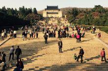 中山陵及其附属纪念建筑群,面积8万余平方米。中山陵自1926年春动工,至1929年夏建成,1961年