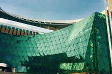 南京图书馆,简称南图,是中国第三大图书馆、亚洲第四大图书馆,首批全国古籍重点保护单位,国家一级图书馆