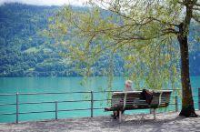 布里恩茨湖的蓝…