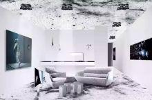 除了人气爆棚的太空套房,瑞士这家新开的酒店还大有内涵