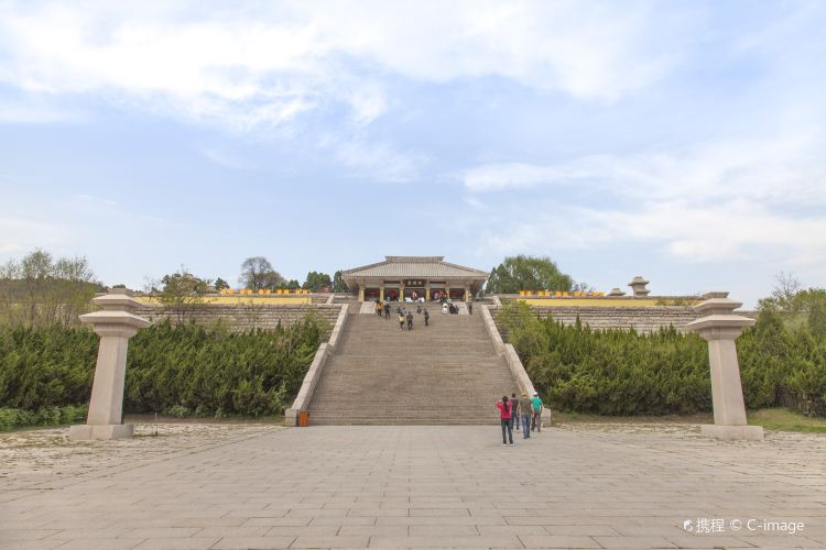Mausoleum of the Yellow Emperor1