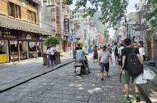 长沙—太平老街 长沙太平老街,一条不算长的古街。街上的青石板路古旧建筑,透出一种浓厚的历史感。古街两