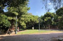 国家公园的两个儿童游乐场