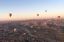 去世界最像月球表面的地方,乘坐热气球