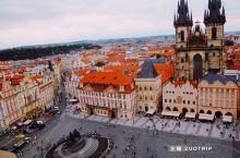 在布拉格广场,可以发呆一个下午。