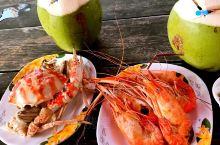 曼谷集市的美食诱惑 在泰国,各种美食和小吃简直是吃货的福利。 离着曼谷不远的地方有几个网红集市,水上