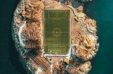 颠覆想象力的海岛足球场!竟然坐落在雪上脚边的朴素小渔村