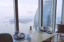 伴着落日余晖,在54楼高空喝精酿看海景,感受厦门之美