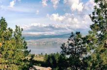 据说有水怪的湖 加拿大是一个非常适合旅游的国家,每次来到加拿大都会有不同的体验,这一次我发现了一个叫