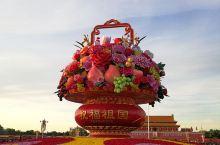 漫步70岁生日的天安门,2019的金秋十月,我来到了首都北京,看见了国庆彩车,天安门广场人山人海。带
