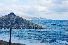 9月的大风与大浪  我们在机场乘坐6号巴士,然后花了30-40分钟后到达海滩。门票价格在1.7欧元,