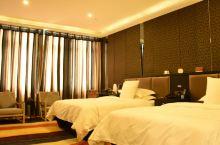 值得一去的酒店——八音和酒店(伊宁店)  设施设备维护的好,服务非常热情,房间有沙发区,朋友到访也可