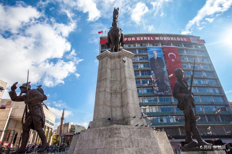 Ulus Ataturk Heykeli1
