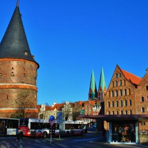 吕贝克城门与修道院旅游景点攻略图