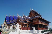 不断扩建的蓝庙,不计工艺和成本,完全是信徒对佛的虔诚