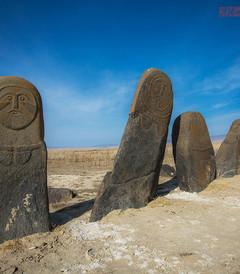 [阿勒泰市游记图片] 几座石人守护一片墓地,屹立荒漠几千年不倒,众多谜团另专家无解