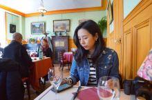 吉维尼镇上最红的一家餐厅