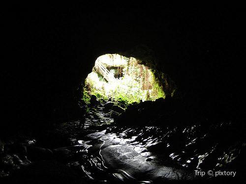 Kaumana Caves Co Park1