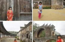 赣州龙南—这里有着几百座客家围屋,还有一座国内独一无二造型的桥梁