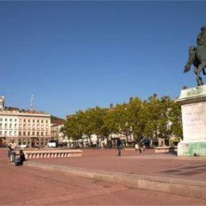 路易普拉德尔广场旅游景点攻略图