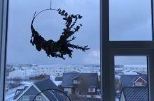 BláaLónið,Iceland 一扇窗一片风景,一刻钟一种天气,从湛蓝天空,到粉红色的云,到阴冷