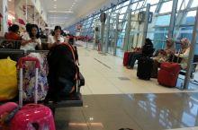 2016年春节的槟城国际机场春节氛围浓郁热闹。