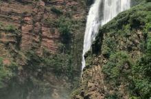 下到瀑布底部,比较好玩;走到瀑布顶部 日落时分 拍照