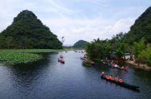"""夏日普者黑          普者黑风景区位于云南文山州丘北县,普者黑在当地彝族话是""""盛满鱼虾的池塘"""