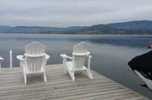 宁静的湖滨,只有远方和诗一样的风光。