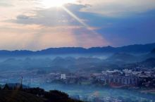 恋上湄江风景区,带你一起品湄江里的秋 趁着天气还好,不冷也不热,让我们约上几个好友,一起到湄江风景区