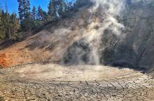 """浓浓硫磺味的""""泥火山"""""""