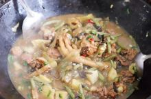 在长白山吃东北菜,实在!