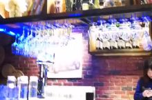 在下雪天找一个充满小资情节的酒吧,听听音乐喝喝酒,回味往事音