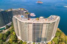 #神奇的酒店#三面环湖的景观房