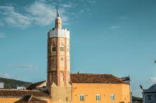 彩虹国度摩洛哥。一千零一夜的故事从这里开始,这里便有一千零 白色的城市,雕花的清真寺,开满九重葛的街