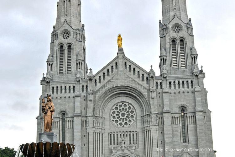 Basilica of Sainte-Anne-de-Beaupré2