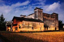 林寨古村,以中国最大的四角楼建筑群而闻名,是广东省首批27个古村落之一。林寨古村内有清代、民国古民居
