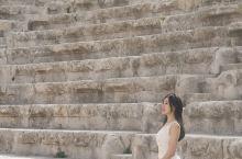 📍约旦安曼罗马剧场 古罗马剧场坐落于安曼城堡山脚下的老城区,建于公元2 世纪,整个建筑依山而卧。尽管