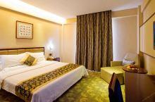 值得一去的酒店——宜昌民生酒店  酒店装饰经典高雅、宽敞舒适,充分展现了现代酒店的豪华与别致,温馨的