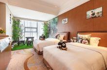 值得一去的酒店——都江堰百伦国际酒店  酒店环境很好,挺安静的,房间设施也还不错,后面有一条河从房间