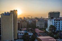 加德满都的日出,早上起来爬楼看日出。
