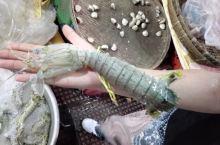 中央市场边海鲜档的大虾姑。