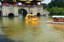 扬州瘦西湖 烟花三月,小桥流水,楼台亭阁,湮笼人家。浩瀚烟波里,感叹似水流年... 瘦西湖在清代康乾
