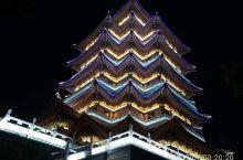 惠州合江楼夜景很漂亮,在上方可以俯看全景,而且环境各方面都不