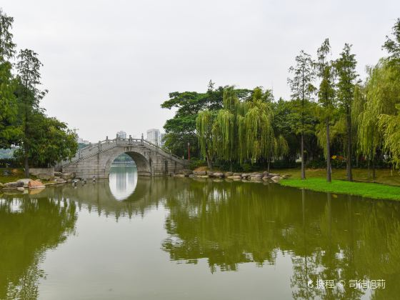 Thousand Lantern Lake Park